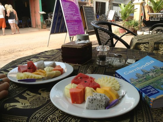 Angkor Voyage Villa: Tasty breakfast for volunteers