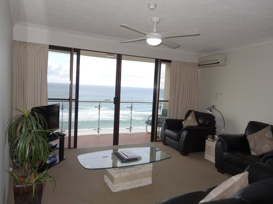 Princess Palm On The Beach Apartments Gold Coast: Living area - balcony looks out over the ocean