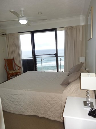 Princess Palm On The Beach Apartments Gold Coast: Main bedroom (has ensuite)