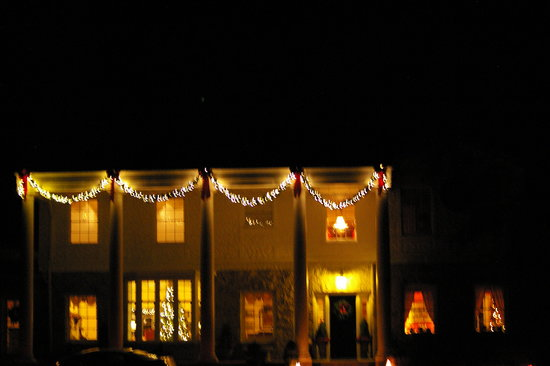Pinebrook Manor B&B Inn: In Christmas Lights