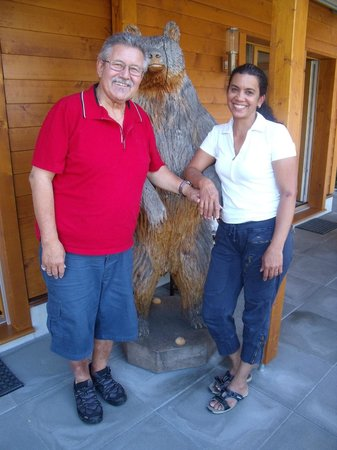 Chalet Gafri - BnB: Fritz and Gabi with their mascot bear