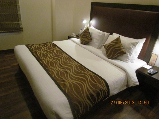 Vibe By The LaLiT Traveller: Bedroom