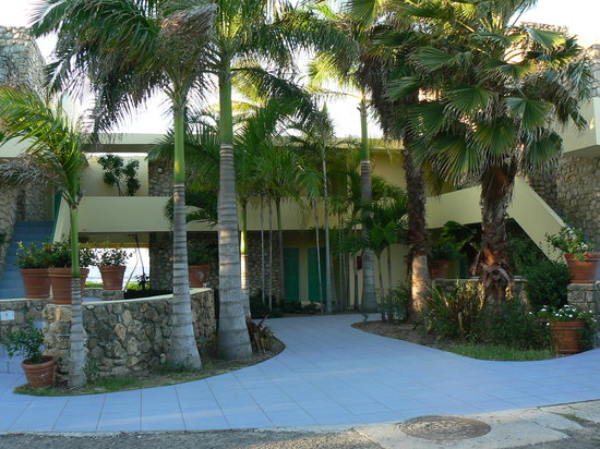 The Palms at Pelican Cove: One of the guest room buildings