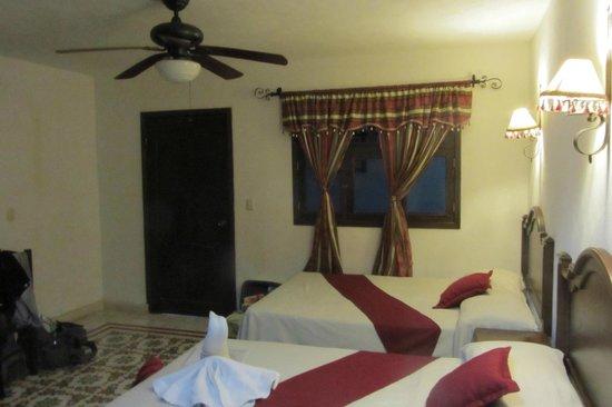 hotel colonial la aurora: Camera