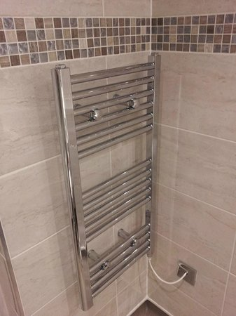 The Angel Hotel bathroom