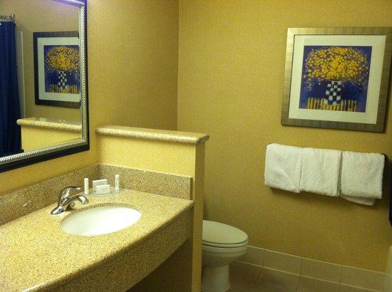 Courtyard Ontario Rancho Cucamonga: Bathroom