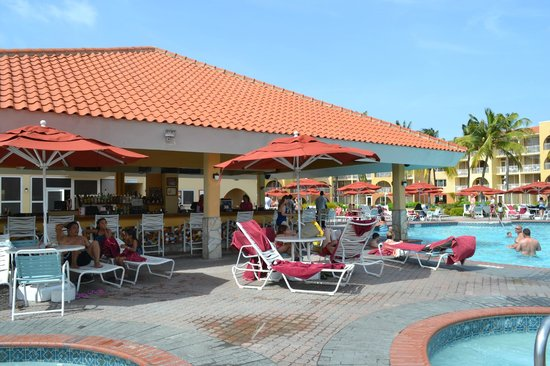La Cabana Beach Resort & Casino : out by the pool
