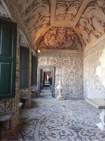 Lainate, Italia: una sala a mosaico del Ninfeo