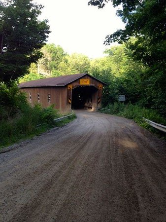 ‪Creek Road Covered Bridge‬