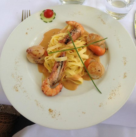 LE VIEUX LOGIS : Tasty scallops and king prawns