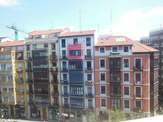 Ibis Bilbao Centro: vue de la chambre