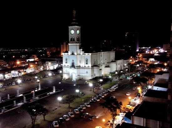 Apucarana, PR: Vista do quarto 1006 - Noite
