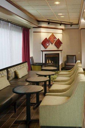 Hampton Inn Mt. Pleasant: Perfect Mix Lobby