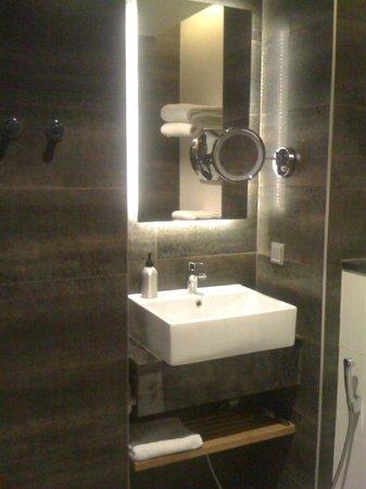 GLO Hotel Art: bagno