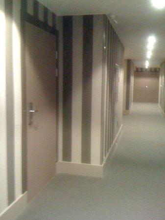 GLO Hotel Art: corridoio stanze