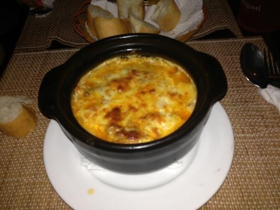 Oliver's Restaurant: delicious lasagna at Oliver's!