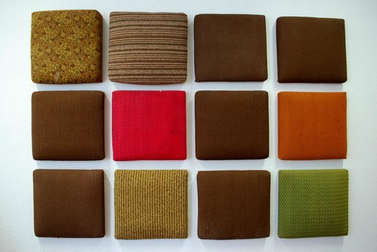 Gedenkstätte Normannenstraße (Stasi-Museum): Choice of DDR upholstery fabrics