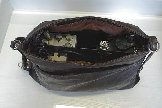 Gedenkstätte Normannenstraße (Stasi-Museum): DDR: spy camera in handbag
