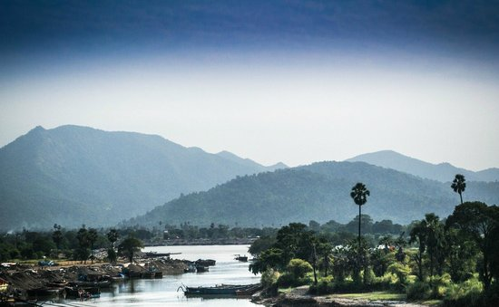 Hedavde Mahalaxmi Temple: The beautiful view of River Tansa from the Temple