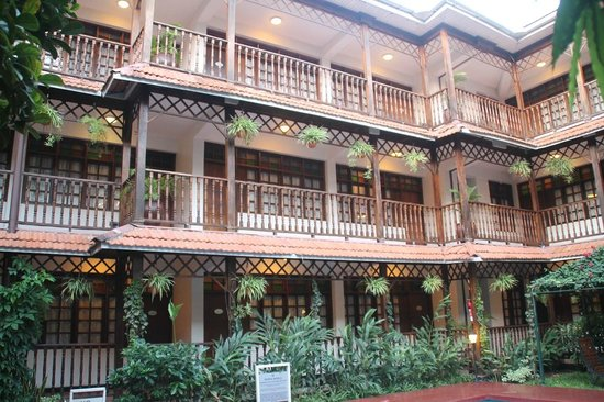 Protea Hotel by Marriott Dar es Salaam Courtyard : Courtyard