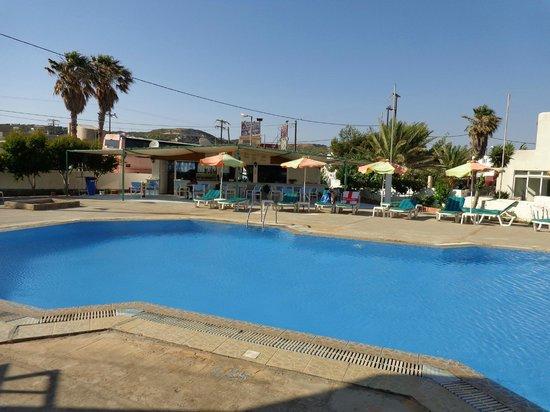 Antony's Hotel: Pool Area