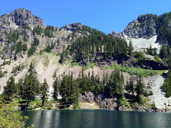 Denny Creek Trail: View along the way