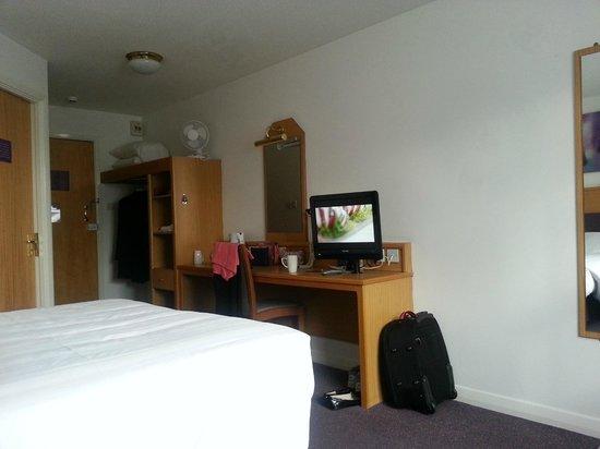 Premier Inn Preston East Hotel : View of bedroom