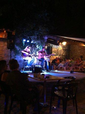 Domaine Des Chenes: Concert country au bar