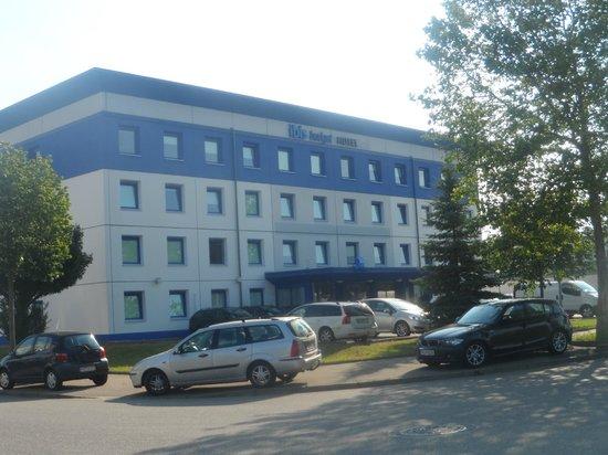 Ibis Budget Freiburg Sud : La facciata principale