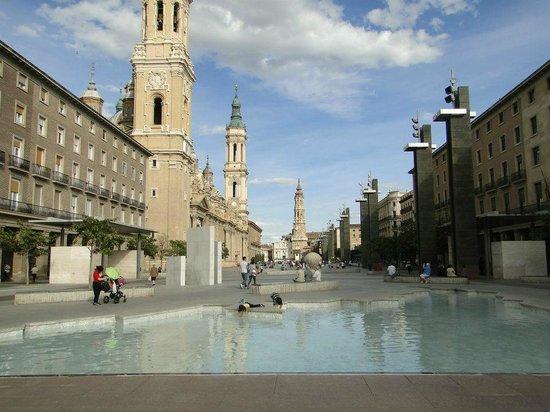 Fuente de la Hispanidad: Plaza del Pilar