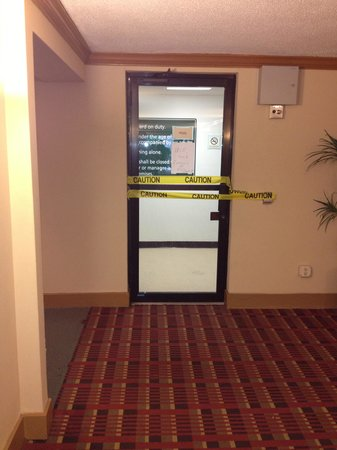 La Quinta Inn & Suites Clifton / Rutherford: The pool main entrance