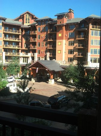 Hyatt Centric Park City: Looking from our deck at entrance
