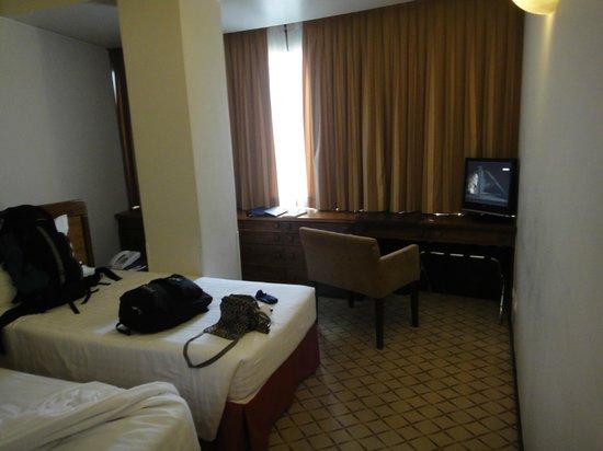 Hotel Dom Carlos Park: pilastra no meio do quarto