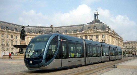 Ibis Bordeaux Le Lac: le tram de bordeaux
