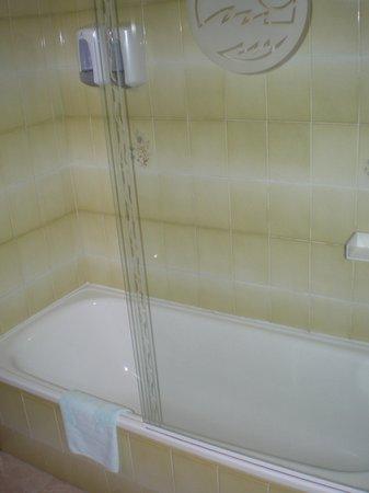 Hotel Mar Azul: bañera