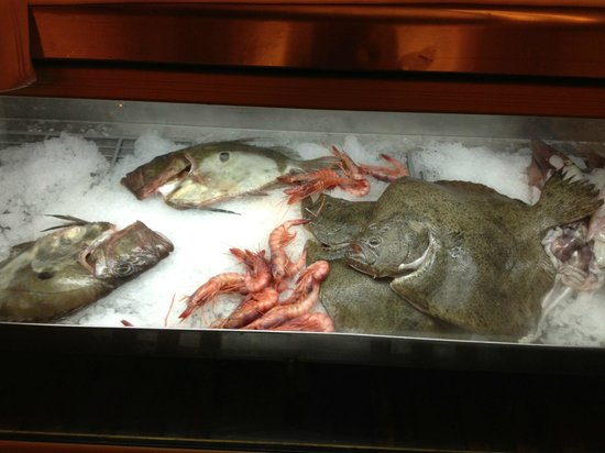 Ola del Mar: Fresh fish display