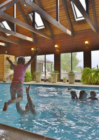 Cascade Village: Fun pool for the family