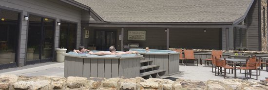 Cascade Village: Hot tubs to enjoy the view
