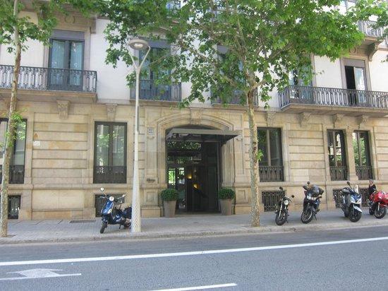 Alma Barcelona: hotel entrance