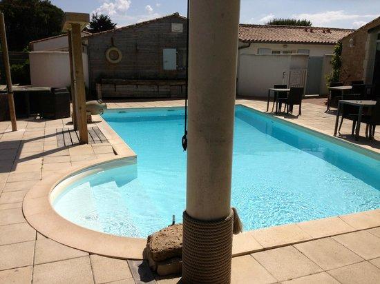 Hotel Restaurant & SPA Plaisir : La piscine chauffée