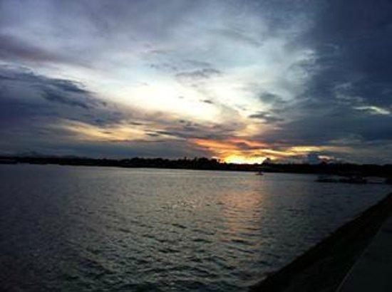 Matutina Pensionne : Bay walk area sun rise