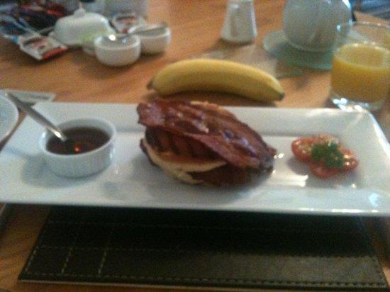 Croyland Guest House: Excellent breakfast 1