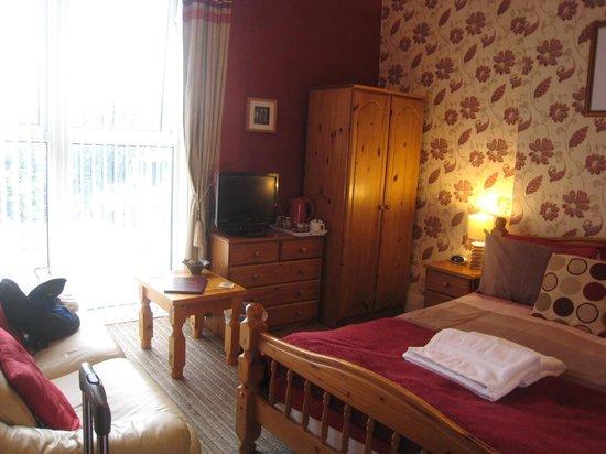 Croyland Guest House: Room on ground floor