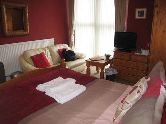 Croyland Guest House: Spacious room