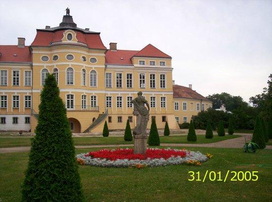 Rogalin Palace: outside the castle