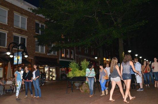 Omni Charlottesville: Pedestrian Mall near Omni