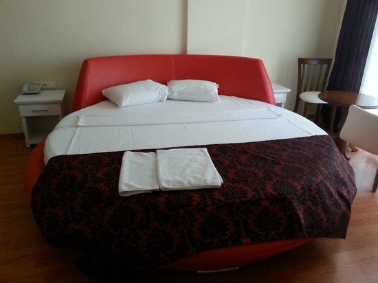 Tarbus Hotel: Bridal suite?