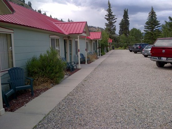 Matterhorn Mountain Motel: The long line of rooms