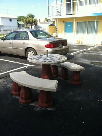 Skyway Motel : Table outside of room 5 - tile on it was sticky and there were cigarette butts all over the plac