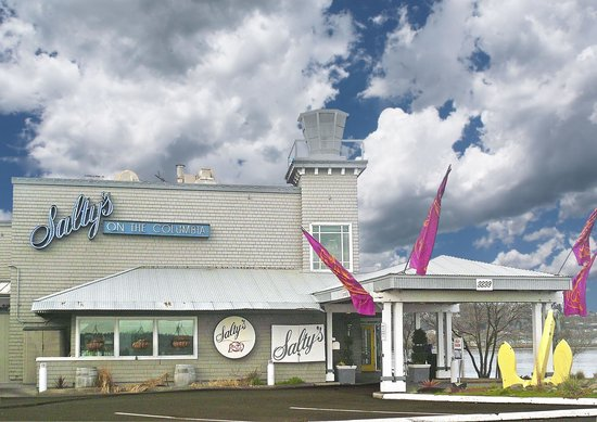Salty's On The Columbia River: Salty's overlooks the mighty Columbia River